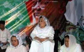 Istri Gus Dur, Sinta Nuriyah Wahid hadir dalam Haul ke-4 Gusdur yang digerar PPP, Selasa 14/1/14 (Foto: okezone.com)