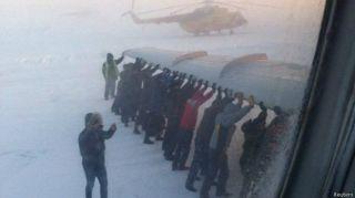 Gangguan rem akibat cuaca beku, penumpang dorong pesawat (The Siberian Times)